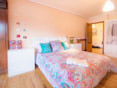 h1-pareja-1-piso-garamendi-habitaccion