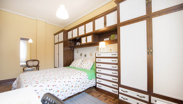 habitacion en piso compartido zona amezola, calle calixto díez 5